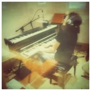 Luciano in studio con la Banda